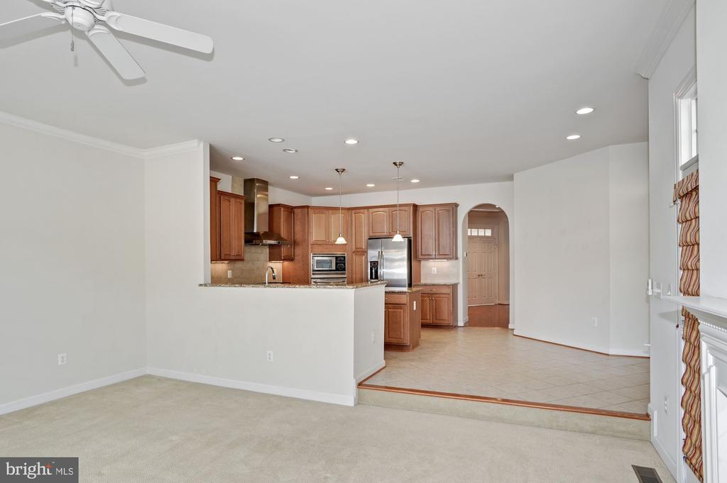 Family room opens to kitchen - 24905 EARLSFORD DR, CHANTILLY