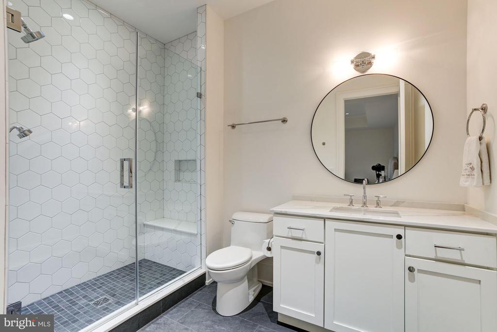 En-suite full bathroom - 8905 HOLLY LEAF LN, BETHESDA