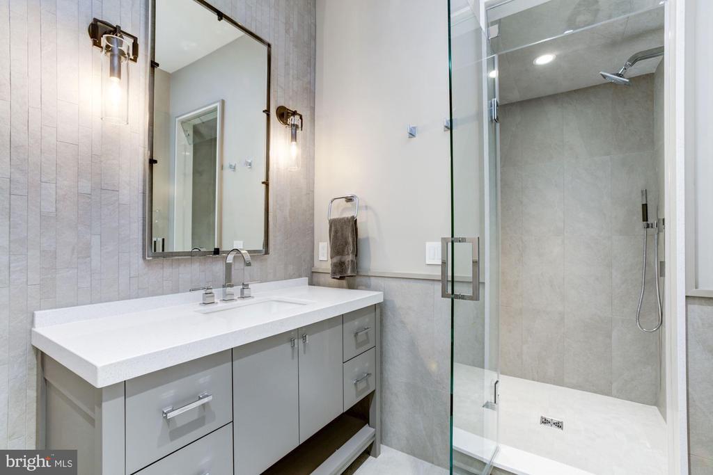 Full Bathroom - 8905 HOLLY LEAF LN, BETHESDA