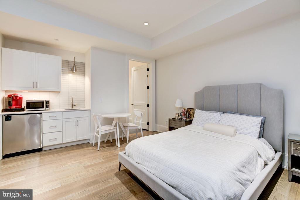 Au Pair Suite - 8905 HOLLY LEAF LN, BETHESDA
