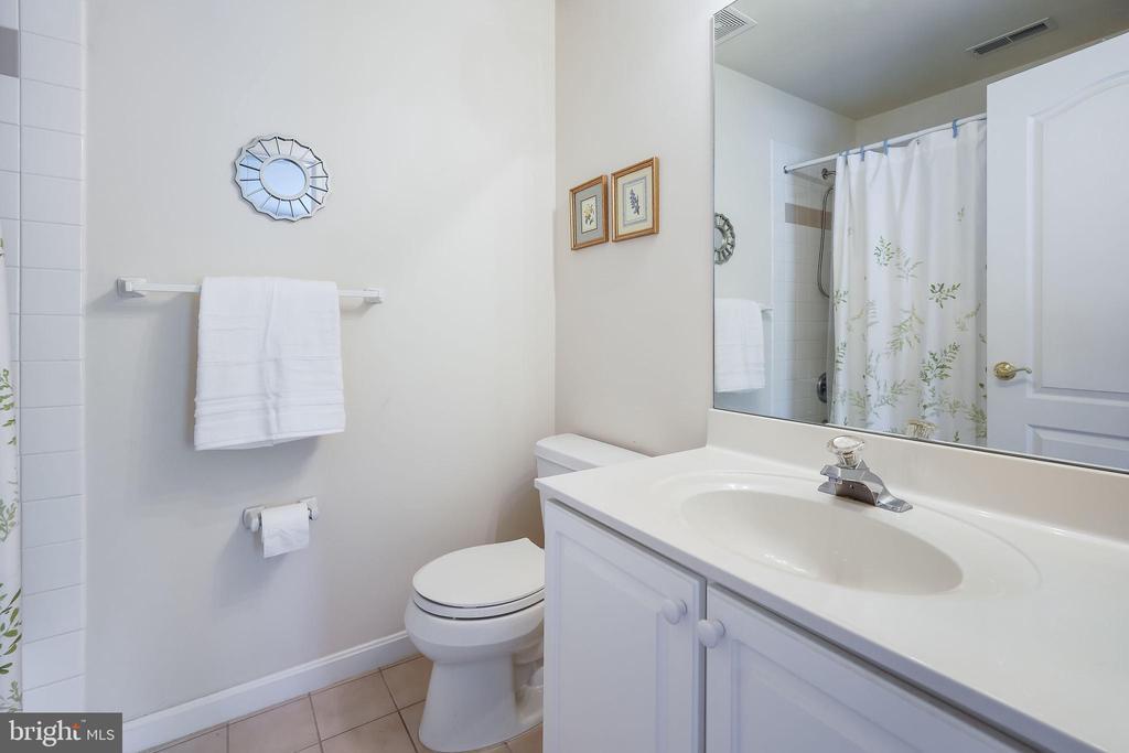 Private bath - 3680 WAPLES CREST CT, OAKTON