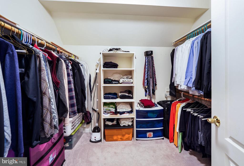 Walk-in closet - 3680 WAPLES CREST CT, OAKTON