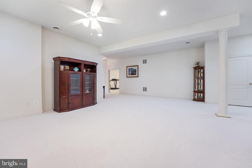 Lots of room to spread out - 3680 WAPLES CREST CT, OAKTON