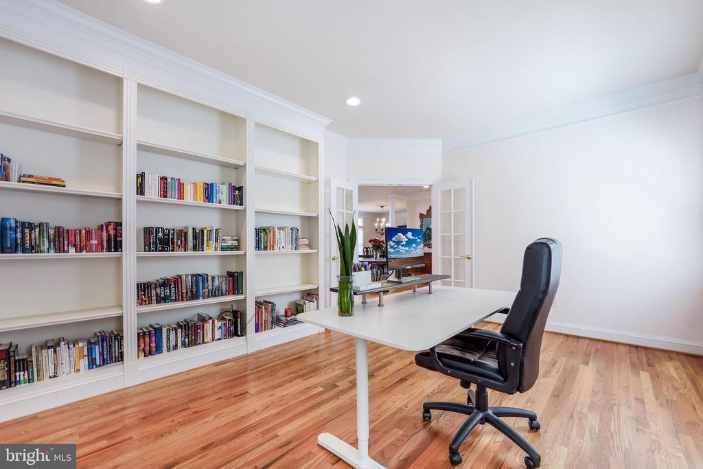 Home office on the main level - 3680 WAPLES CREST CT, OAKTON