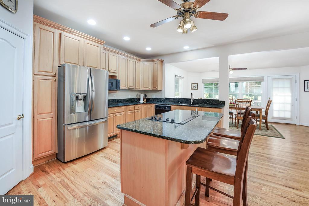 Seat for the helpers - 3680 WAPLES CREST CT, OAKTON