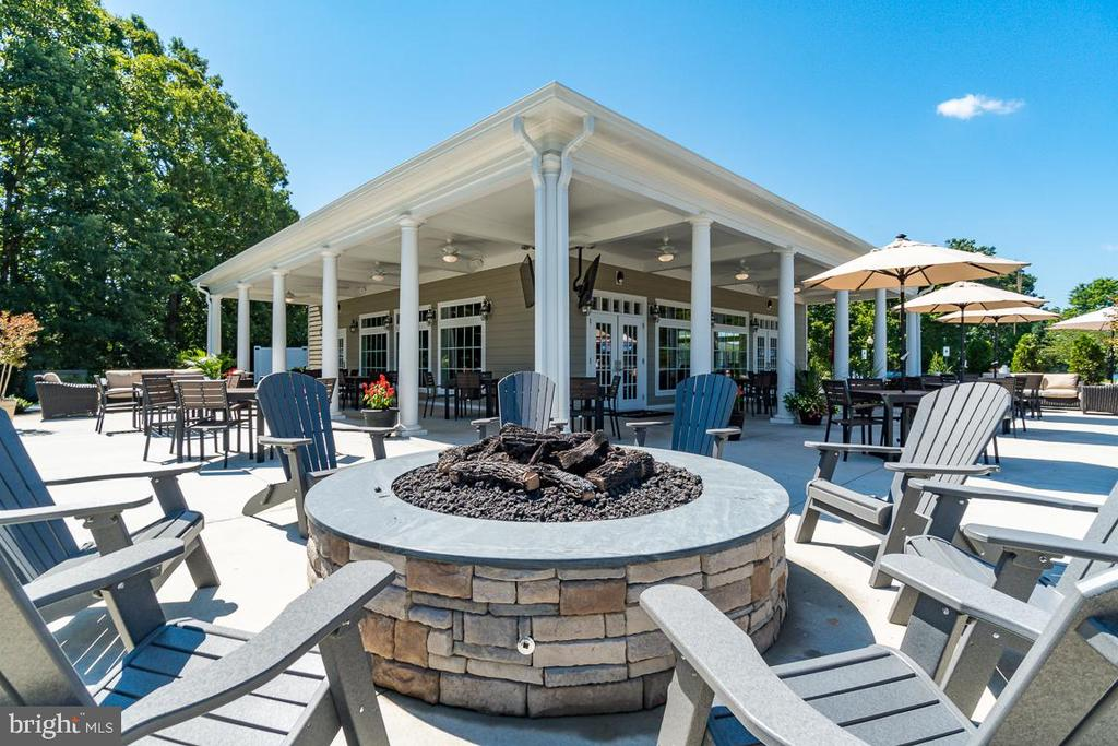 Relax or Casual Dine at the Lakeside Grille - 11500 TURNING LEAF CT, SPOTSYLVANIA