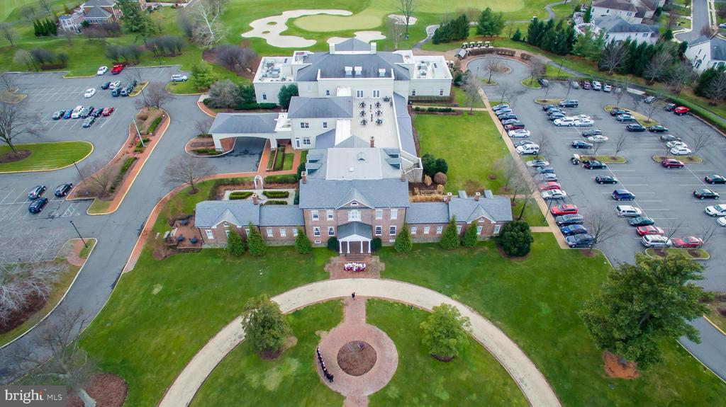Enjoy Access to Clubhouse Dining - 20428 HOMELAND TER, ASHBURN