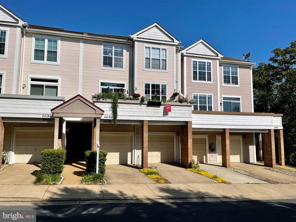 Investment Opportunity - Ashburn Village Townhouse - 44188 MOSSY BROOK SQ, ASHBURN