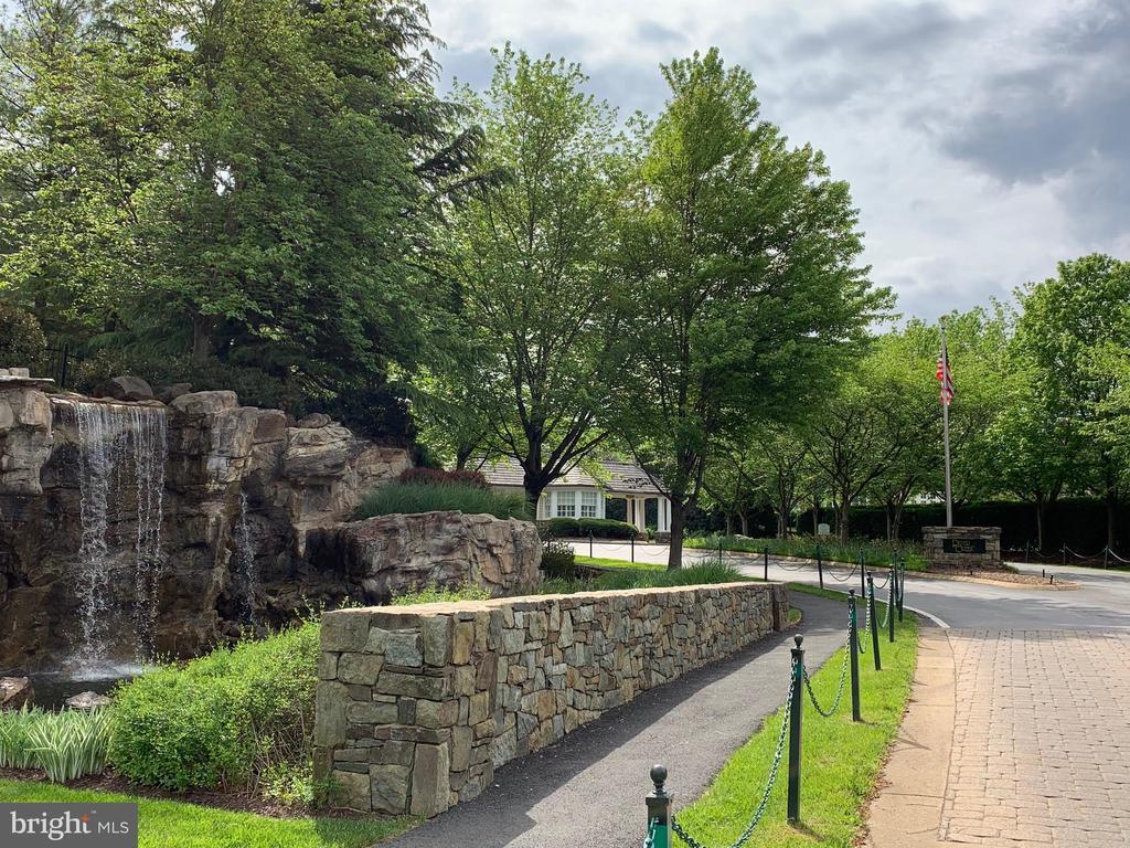 Gorgeous Entrance into River Creek - 18362 FAIRWAY OAKS SQ, LEESBURG