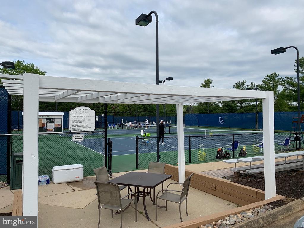 Lighted tennis courts - 18362 FAIRWAY OAKS SQ, LEESBURG