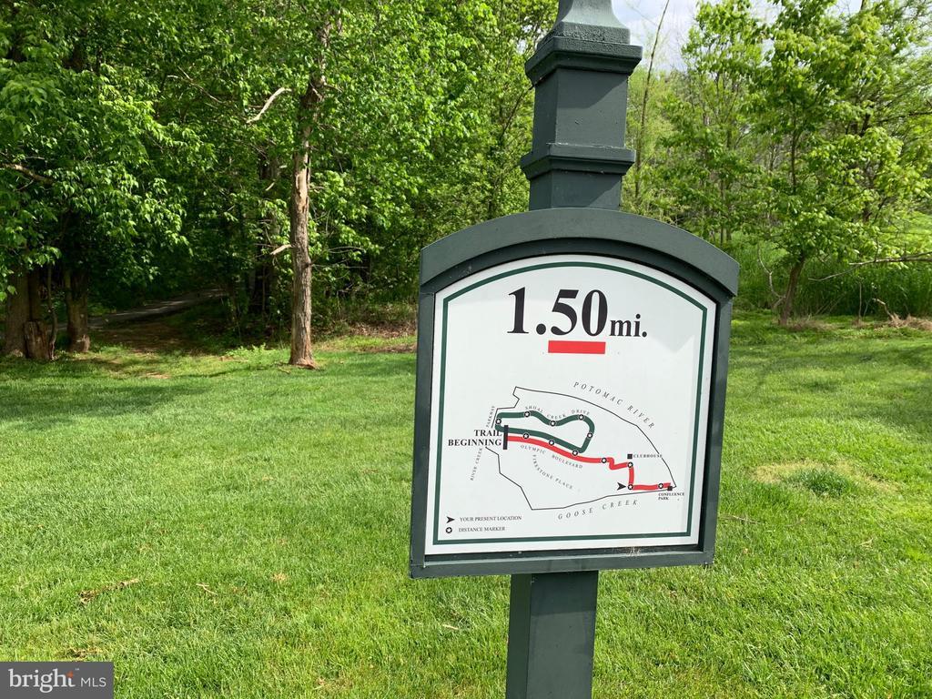 Walking and exercise trails - 18362 FAIRWAY OAKS SQ, LEESBURG