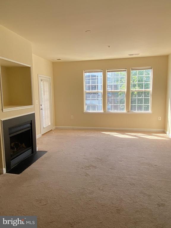 Large living room - 22664 BLUE ELDER TER #202, BRAMBLETON