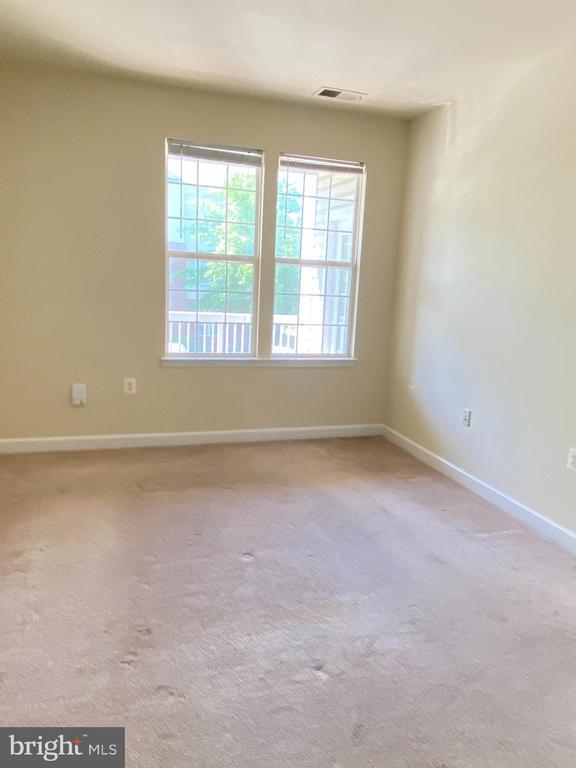 Large master suite (Bedroom 3) - 22664 BLUE ELDER TER #202, BRAMBLETON