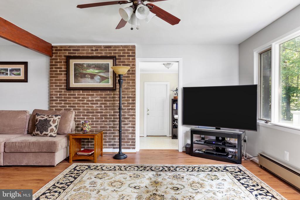 Family Room - 8121 RONDELAY LN, FAIRFAX STATION