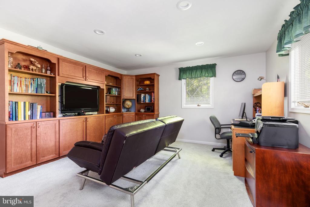 Bedroom 2 - 8121 RONDELAY LN, FAIRFAX STATION