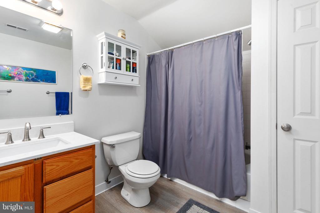 Full Bath - 8121 RONDELAY LN, FAIRFAX STATION