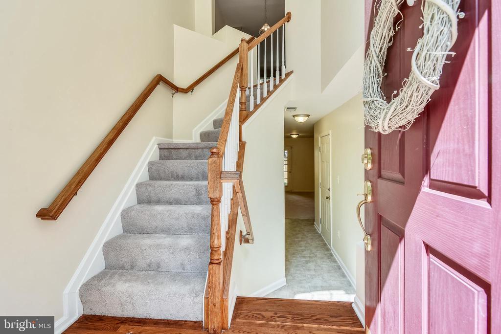 3 Levels with 3 Bedrooms & 4 Baths - 21657 FRAME SQ, BROADLANDS