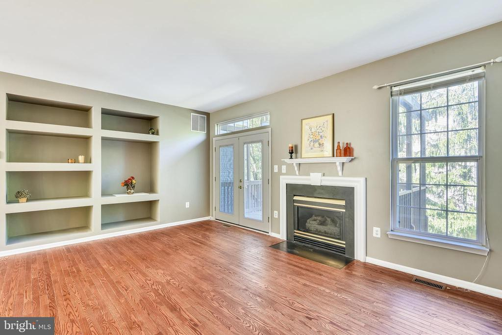 Great Room with Gas F/P & Built-Ins - 21657 FRAME SQ, BROADLANDS
