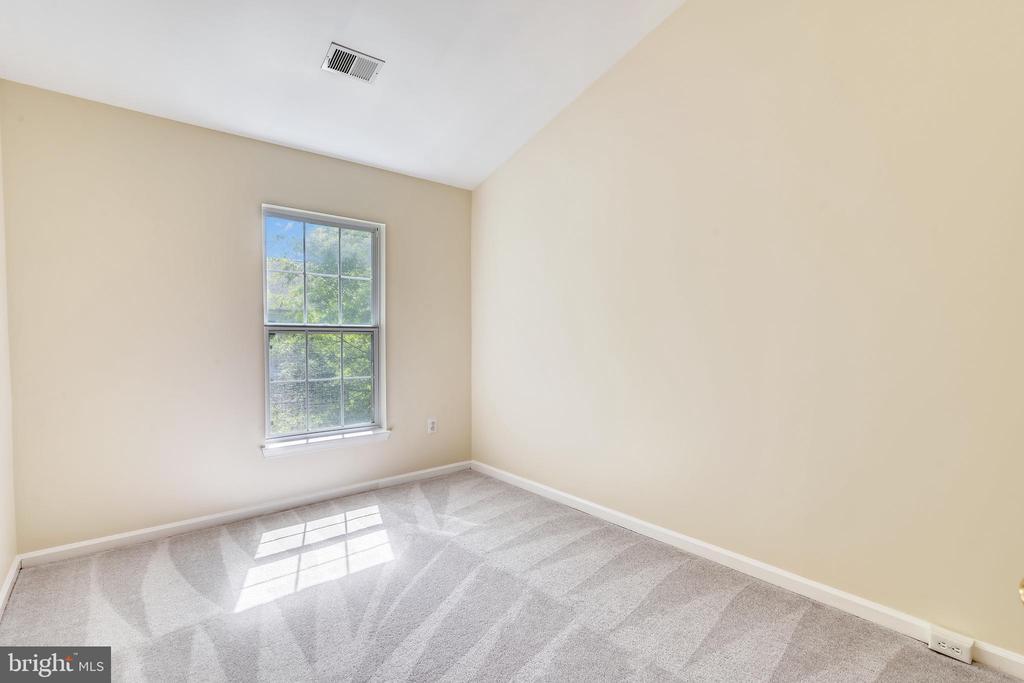 Bedroom #3 has Vaulted Ceiling - 21657 FRAME SQ, BROADLANDS