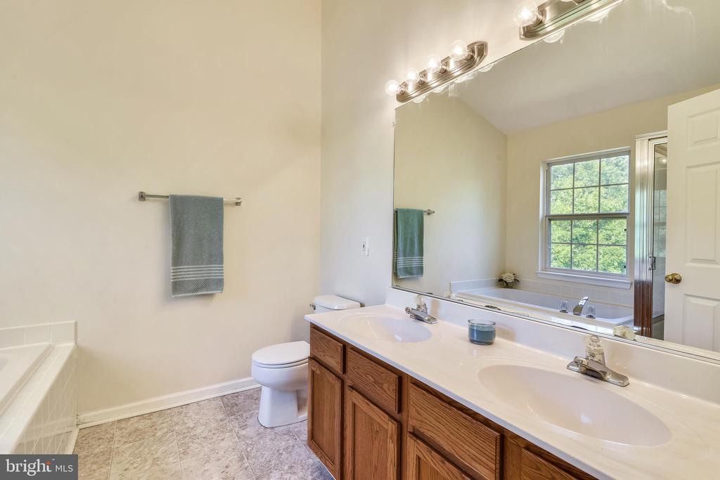 Primary Bath with Dual Sink Vanity - 21657 FRAME SQ, BROADLANDS