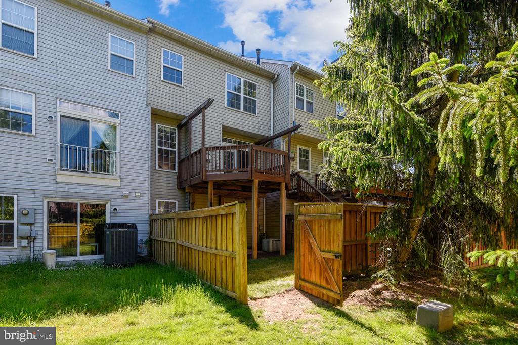 Fenced Backyard - 21657 FRAME SQ, BROADLANDS