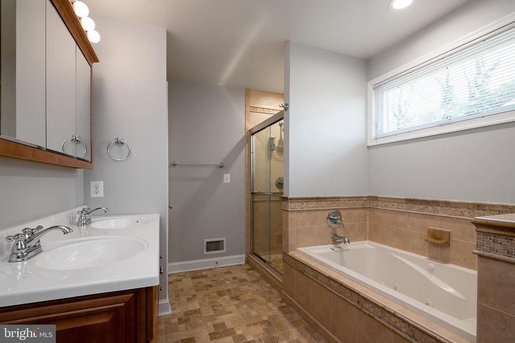 Primary Bath - 19220 LIBERTY MILL RD, GERMANTOWN