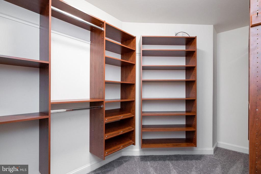 Primary Walk-in Closet - 19220 LIBERTY MILL RD, GERMANTOWN