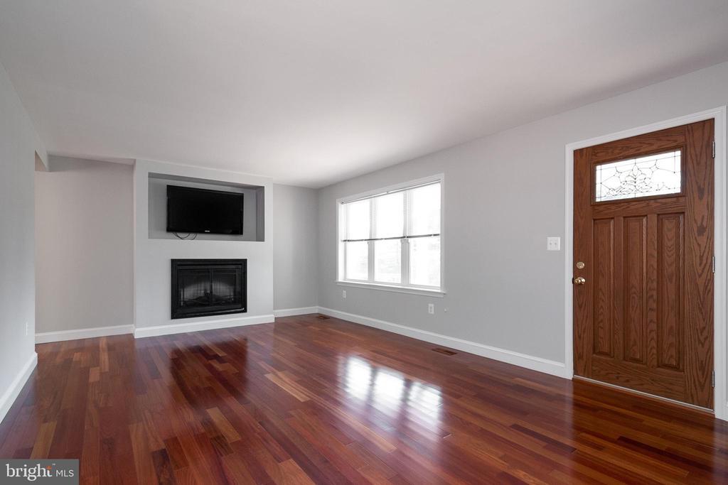 Living Room - 19220 LIBERTY MILL RD, GERMANTOWN