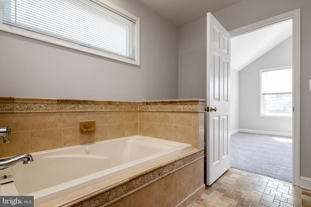 Primary Bath/ Separate bath and stand up shoer - 19220 LIBERTY MILL RD, GERMANTOWN