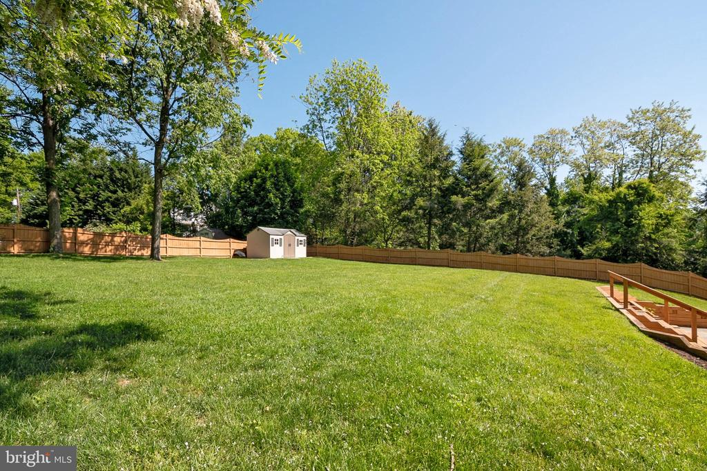 Backyard with Shed - 19220 LIBERTY MILL RD, GERMANTOWN