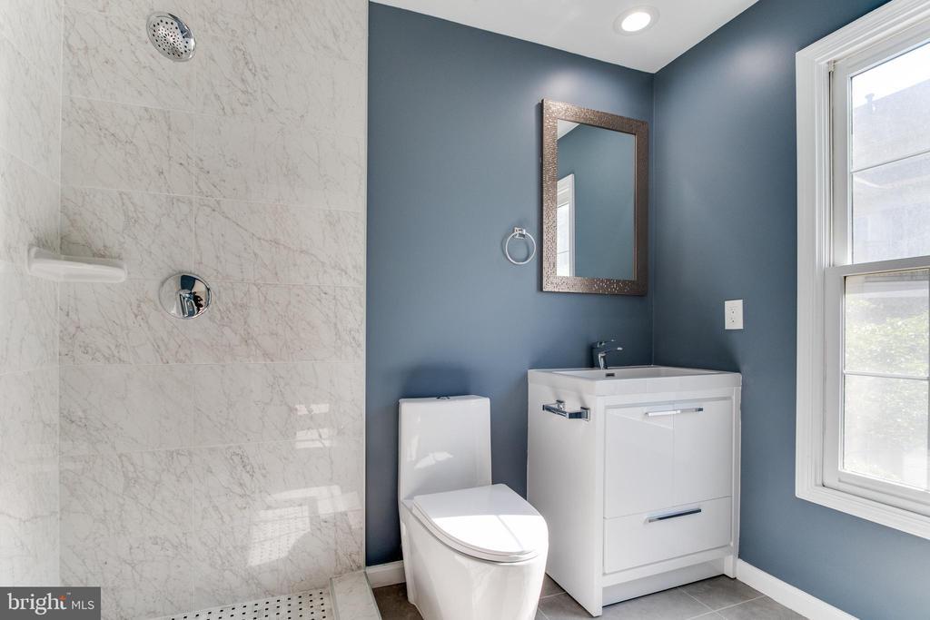 2nd floor with a  full bath. - 1328 N ADAMS CT, ARLINGTON