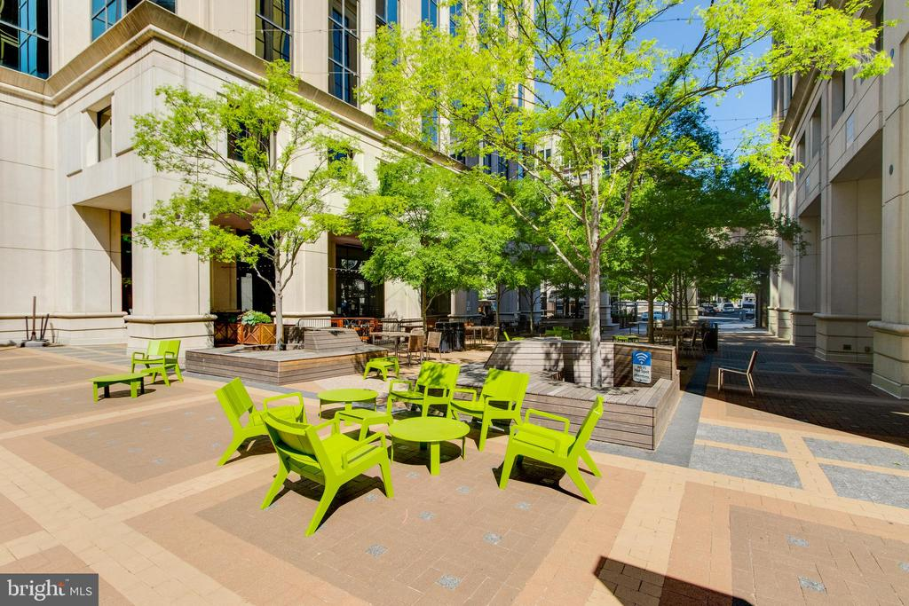 Just steps away from Courthouse Plaza - 1328 N ADAMS CT, ARLINGTON