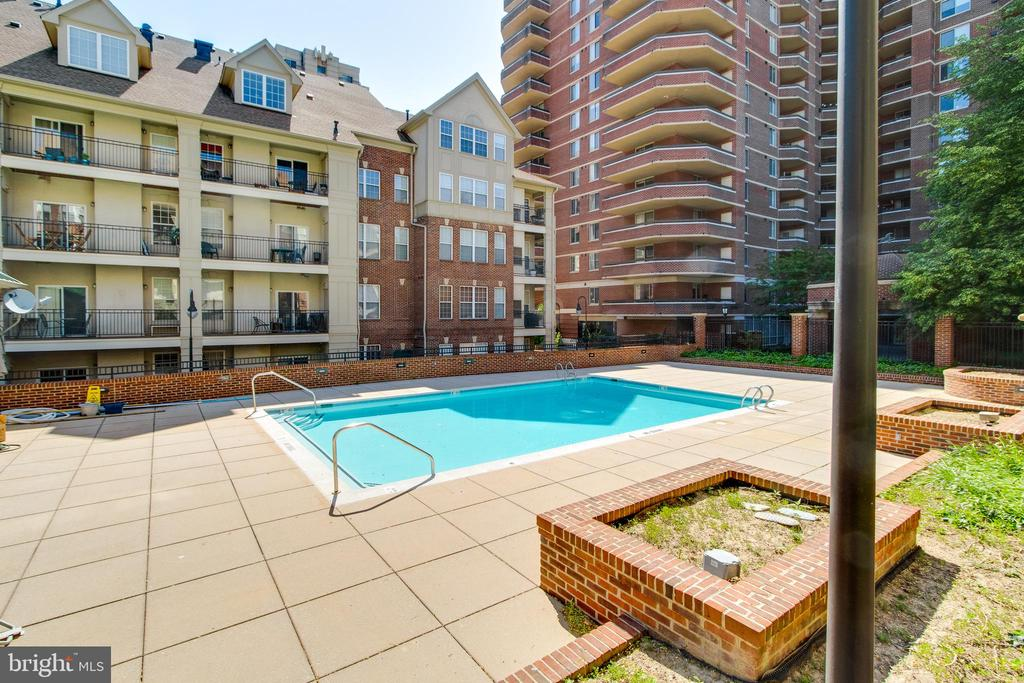 Enjoy the swimming pool and the  new Club House - 1328 N ADAMS CT, ARLINGTON