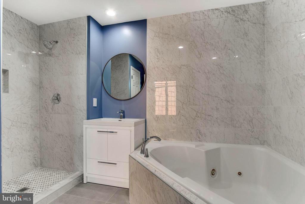 Master bath  , second floor - 1328 N ADAMS CT, ARLINGTON