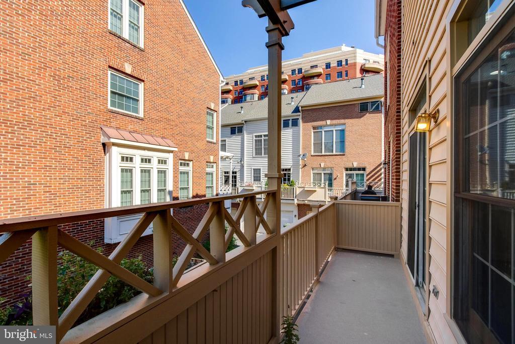 New  deck - 1328 N ADAMS CT, ARLINGTON