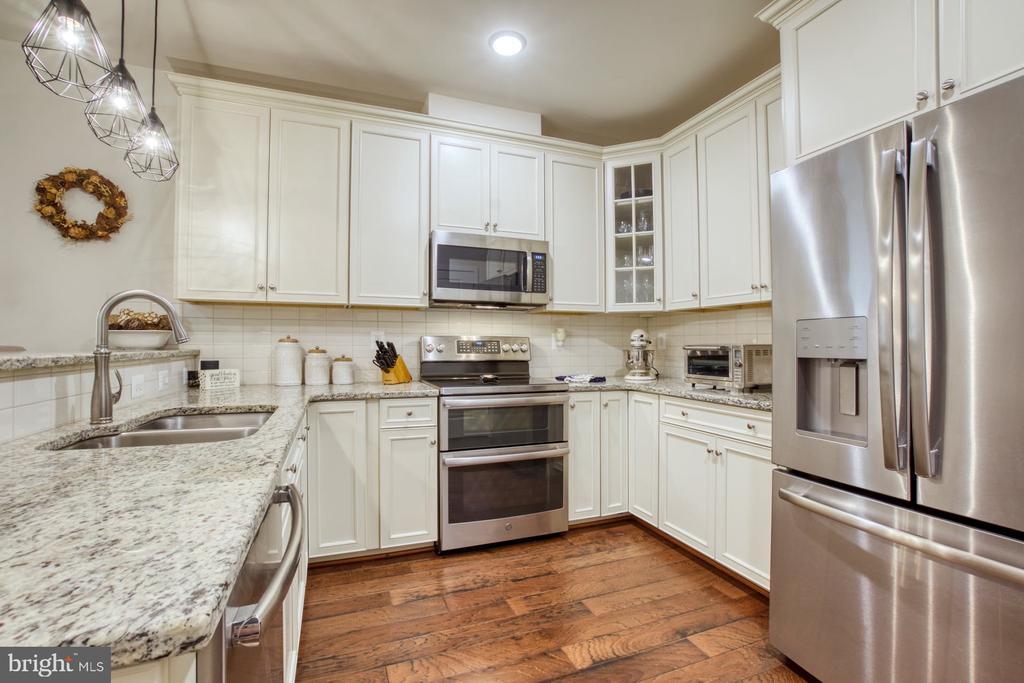 Stunning Gourmet Kitchen - 43095 WYNRIDGE DR #203, BROADLANDS