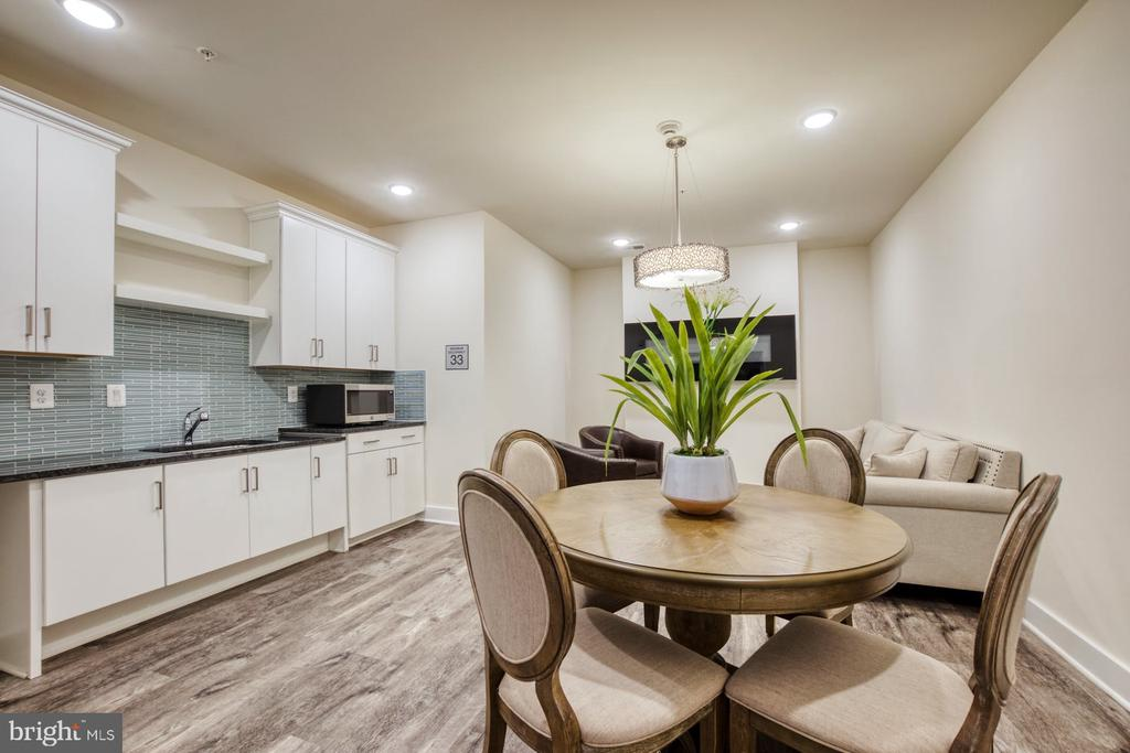 Several Entertainment Areas for Building Residents - 43095 WYNRIDGE DR #203, BROADLANDS