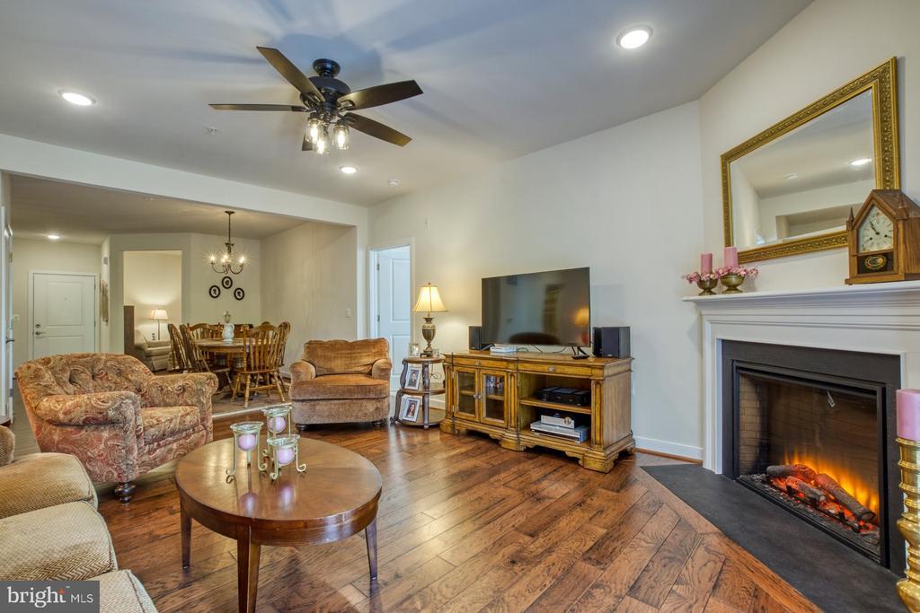 Cozy Fireplace with Granite Hearth - 43095 WYNRIDGE DR #203, BROADLANDS