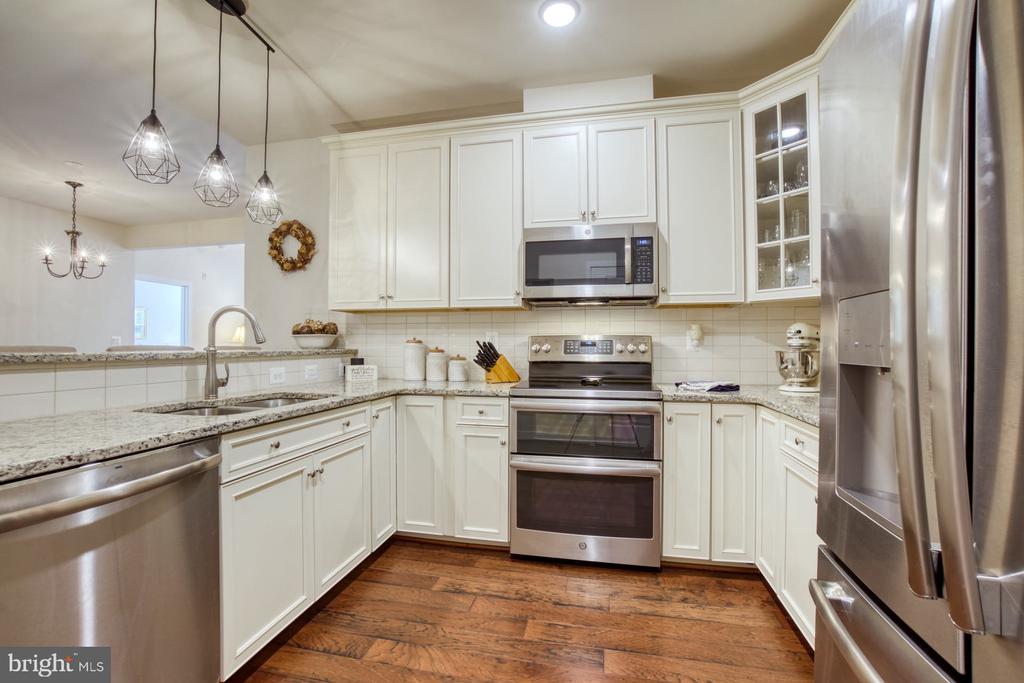 Upgraded Appliances & Granite Countertops - 43095 WYNRIDGE DR #203, BROADLANDS