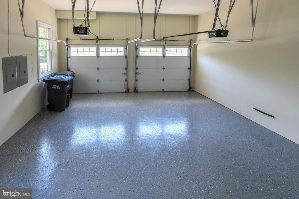 garage - 18302 FAIRWAY OAKS SQ NE, LEESBURG