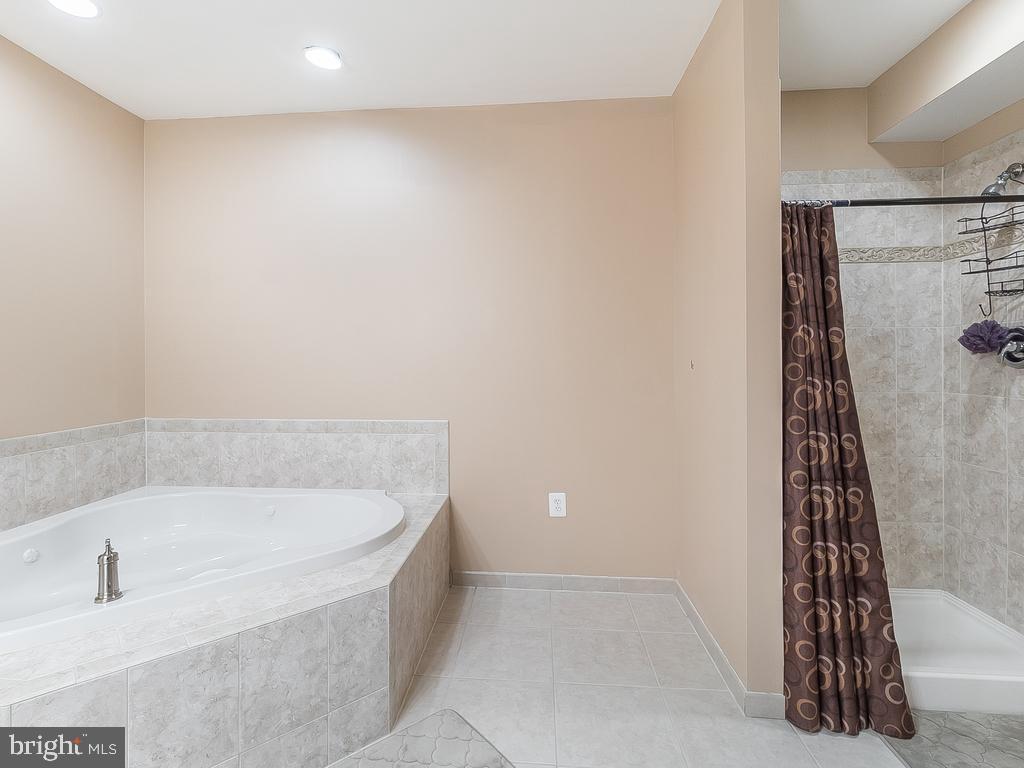 Basement Full Bath Custom Jacuzzi - 12809 GLENDALE CT, FREDERICKSBURG