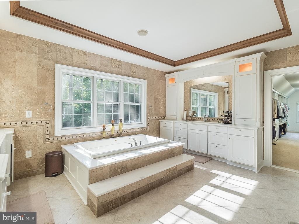 Renovated Custom Jacuzzi Bath- - 12809 GLENDALE CT, FREDERICKSBURG