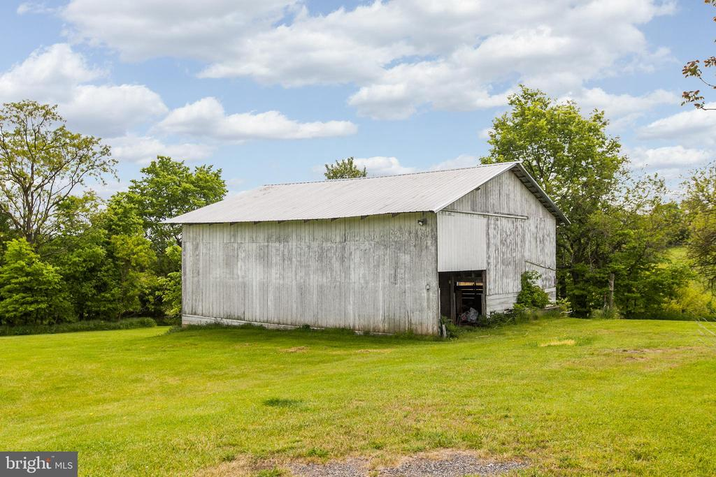 Barn Pic 2 - 7517 PICNIC WOODS RD, MIDDLETOWN