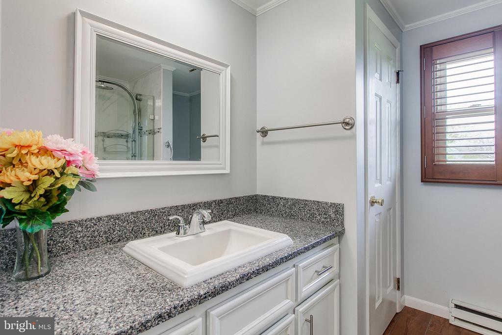 2nd full bathroom Pic 1 - 7517 PICNIC WOODS RD, MIDDLETOWN