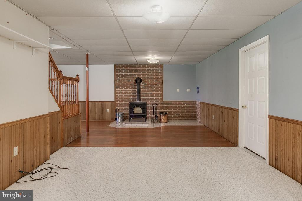 Family room Pic 4 - 7517 PICNIC WOODS RD, MIDDLETOWN