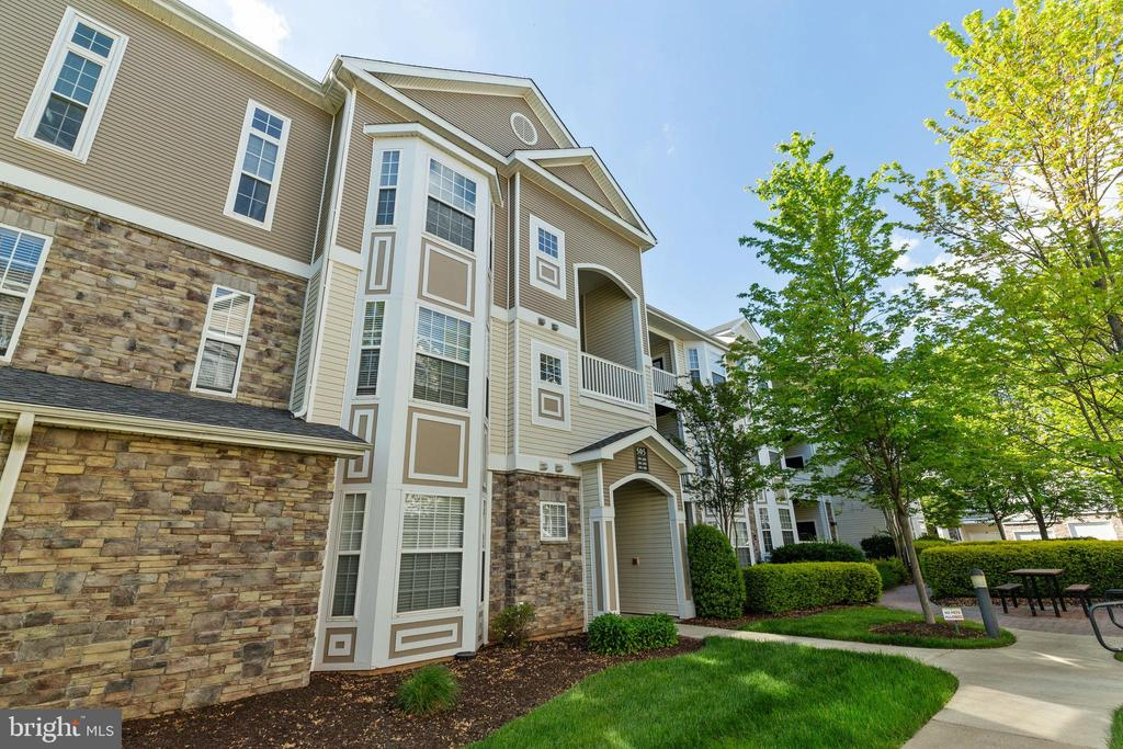 Welcome to Stratford - 505 SUNSET VIEW TER SE #308, LEESBURG