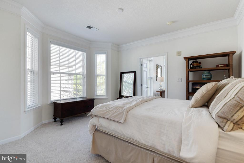 Beautiful Bay Window in Secondary Bedroom - 505 SUNSET VIEW TER SE #308, LEESBURG