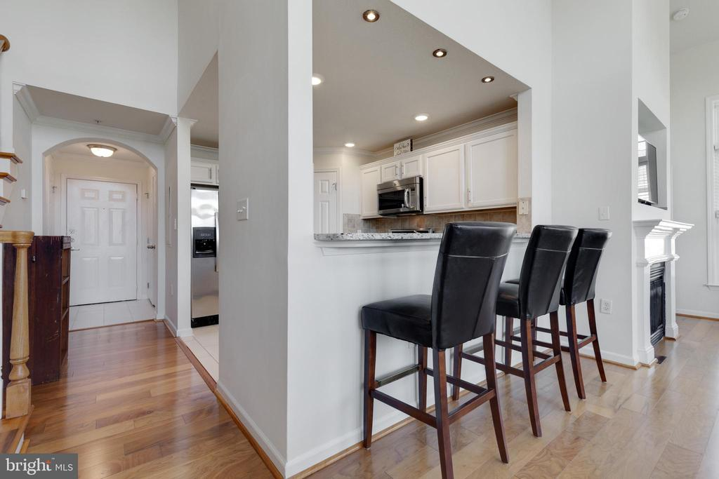 Foyer Opens to Living Space - 505 SUNSET VIEW TER SE #308, LEESBURG