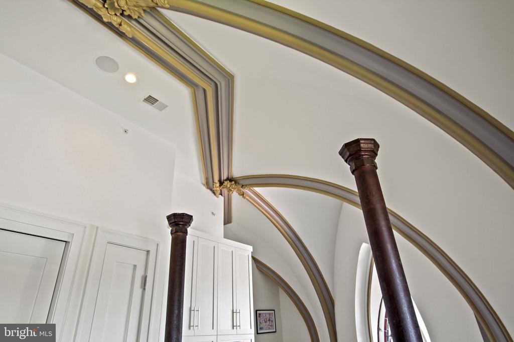 Original arches in primary bedroom - 609 MARYLAND AVE NE #1, WASHINGTON