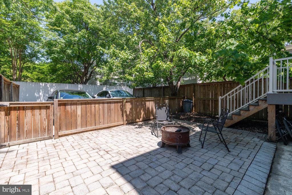 Shared Patio (rear stairs down to Unit B) - 1007 QUEEN ST, ALEXANDRIA